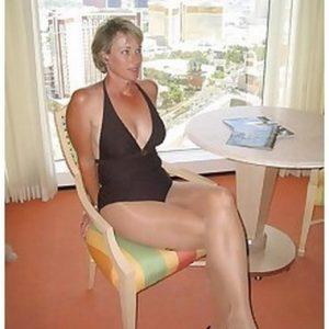 Casting porno d'une femme mure très cochonne